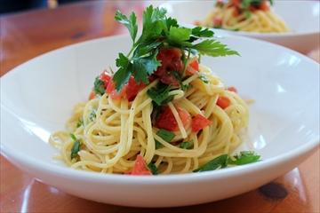 トマトとイタリアンパセリの冷たいパスタ