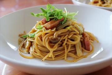 シメジとベーコンのマミーソーススパゲッティ