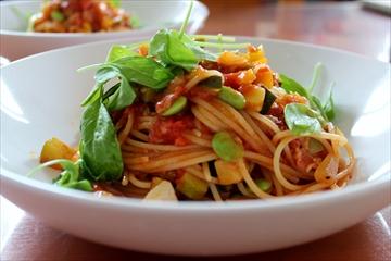 アマトリチャーナ、夏野菜のラグーの2種