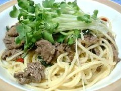 牛肉と貝割れ大根のスパゲッティ